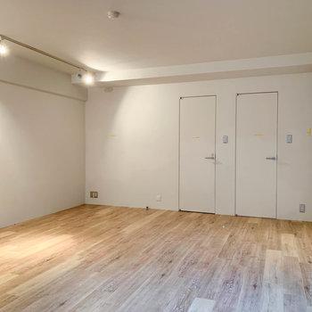 【B1洋室】地下にもリビングと同じサイズの空間があります。