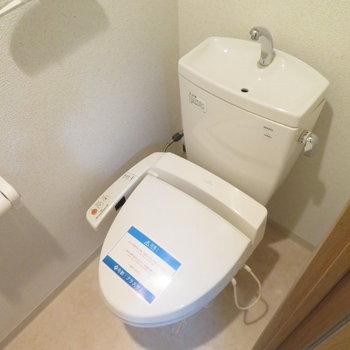 トイレは温水洗浄便座付きです