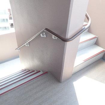 階段もあります。高すぎてちょっと怖かった…。