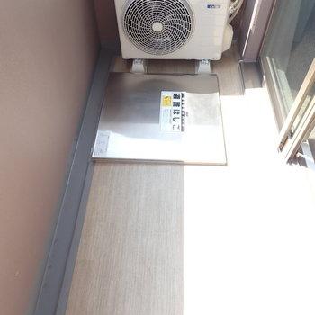 コンパクトなバルコニー(※写真は14階の同間取り別部屋のものです)