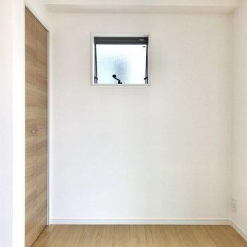 こちらにはテレビが置けますね※写真は2階の同間取り別部屋のものです