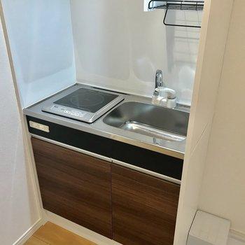 キッチンは作業スペースを工夫して※写真は2階の同間取り別部屋のものです