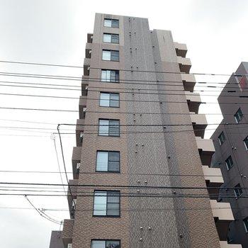 10階建ての大きく立派なマンション