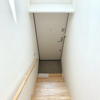 玄関スペースはコンパクト。