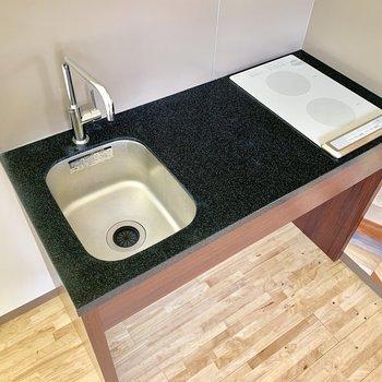 調理スペースもしっかりと。IHでお掃除楽ちん。