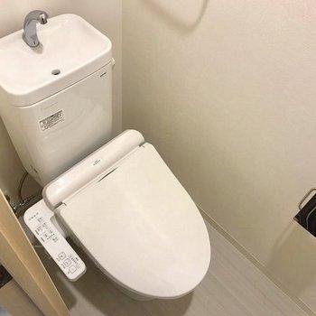 温水洗浄付きのお部屋。※写真は4階の同間取り別部屋のものです