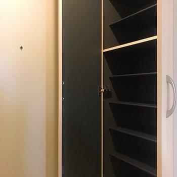シューズボックスはたくさん入りそう!※写真は4階の同間取り別部屋のものです