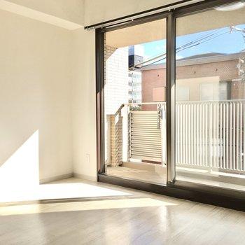 南向きの明るい光が差し込みます♪※写真は3階同間取り・別部屋のものです。
