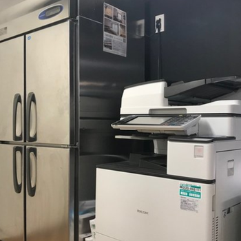 冷蔵庫&複合機完備