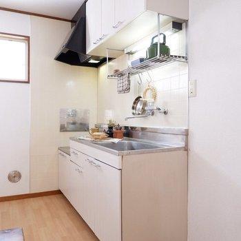 キッチン横に冷蔵庫を置くためのコンセントがあります。