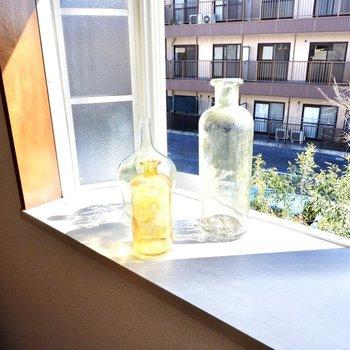 出窓なので、家具を壁付けできて観葉植物を置いたりもできます◎