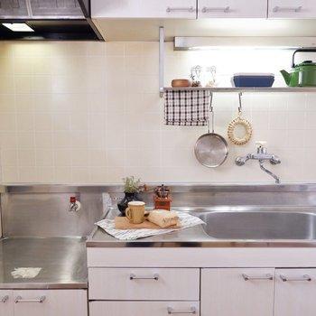 収納の多さが魅力のキッチンです。