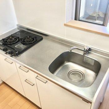 【LDK】2口コンロに、調理スペースもあってお料理もしやすそう。