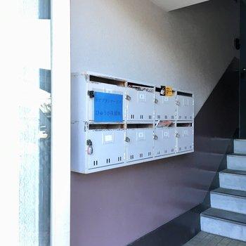 1階部分にポストはあります。