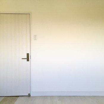シンプルなお部屋はゲストルーム。