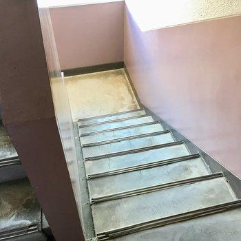 4階までさくっと登りましょ。