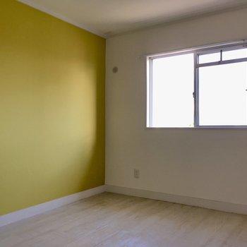 こちらは玄関横の4.5帖の洋室。