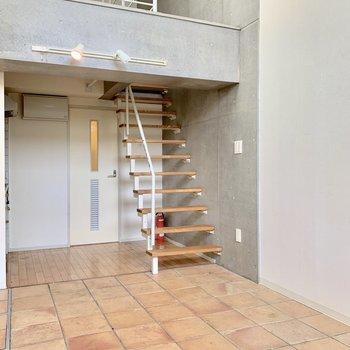 まずは階段でロフトへ