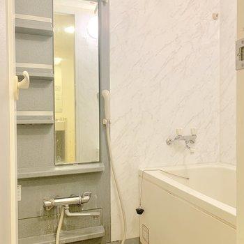 浴室乾燥機も付いていますよ※写真はクリーニング前のものです