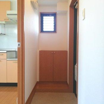 玄関はお部屋からは見えないように。広さありました。