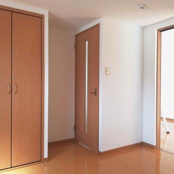 洋室と廊下と繋がってます!どちらからでも!