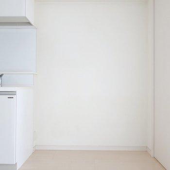 冷蔵庫のスペースはこちら(※写真は4階の同間取り別部屋、清掃前のものです)