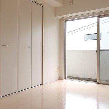片側にはしっかりクローゼット(※写真は4階の同間取り別部屋、清掃前のものです)