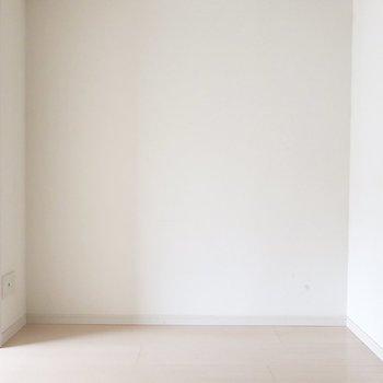 ダイニングは5.5帖。ローボードとTVとか置いちゃお♩(※写真は4階の同間取り別部屋、清掃前のものです)
