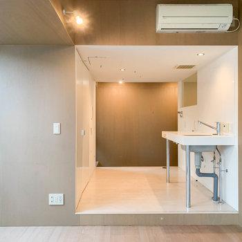 さて、キッチン部分を見て見ましょう。※写真はクリーニング前のものです。