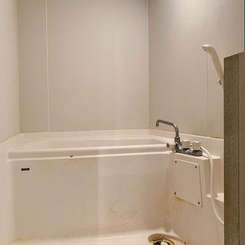 浴室乾燥や暖房機能の付いたお風呂です。※写真はクリーニング前のものです。