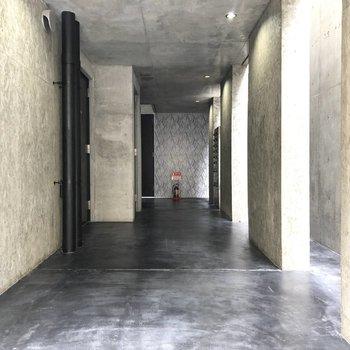 左のドアが今回のお部屋。
