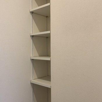 高さ調節可能のシューズBOXです。