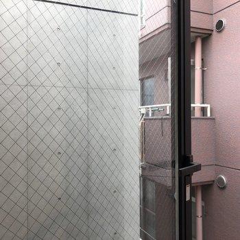 【下階】眺望はお隣さんの建物がチラリ