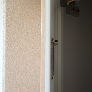 玄関ドアが、2色でした!個人的にビビッと来ました。