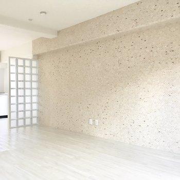 モザイクタイルの壁がアクセント。