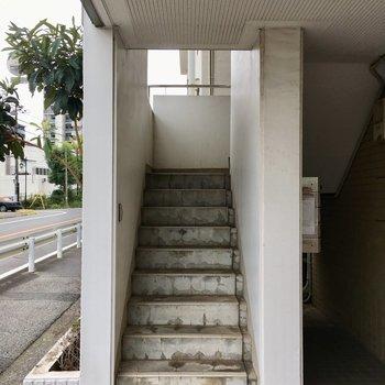 階段で4階まで、よいしょ。