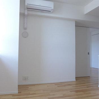 11帖のLDKは明るい空間♪(※写真は10階の同間取り別部屋のものです)