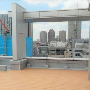 ルーフ テラスからの眺望。最上階。植物も置きたいな