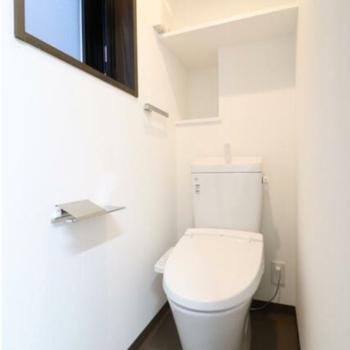 トイレあり。ぽつ窓も付いてます♪