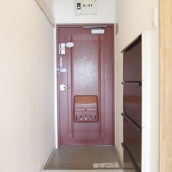 あずき色の玄関◎※写真は同間取り別部屋