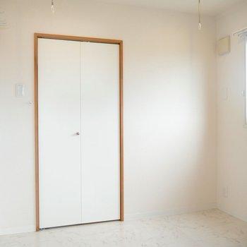 4.5帖の洋室です◎収納もあるよ〜!※写真は同間取り別部屋