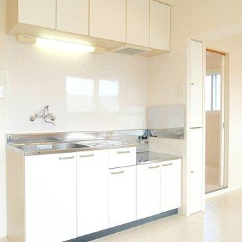 お部屋の雰囲気とマッチしていて、かわいいキッチン◎※写真は同間取り別部屋