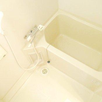 お風呂は普通サイズかな♪※写真は同間取り別部屋