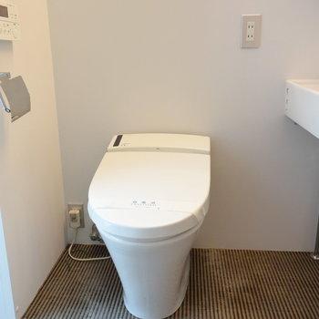 トイレは洗面所と同じ空間に