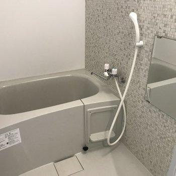 お風呂場は浴槽付きでおしゃれな空間 長風呂してしまう