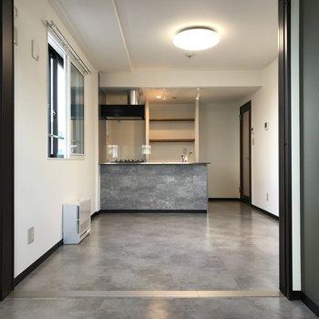 1人暮らしには充分のスペース デザインもシンプルで飽きなそう