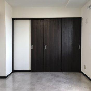 洋室との間には仕切り戸があります