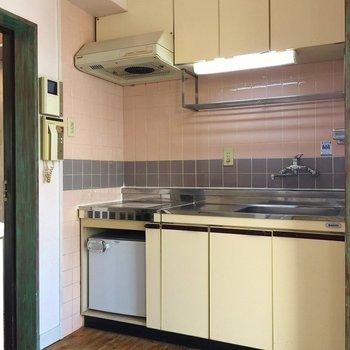 キッチンはシンプルに。※同間取り別部屋のものです。