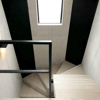 4Fまで階段のみです