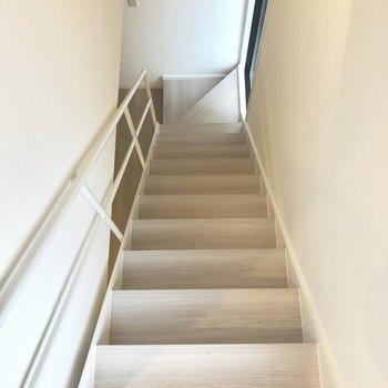【上階】下りて玄関へ